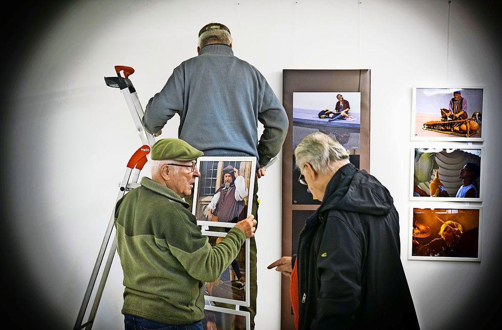 Für die Fotoclubber  gilt es erst das Motiv und dann zur Jubiläumsausstellung  die Fotos ins beste Licht zu rücken. Foto: Horst Rudel