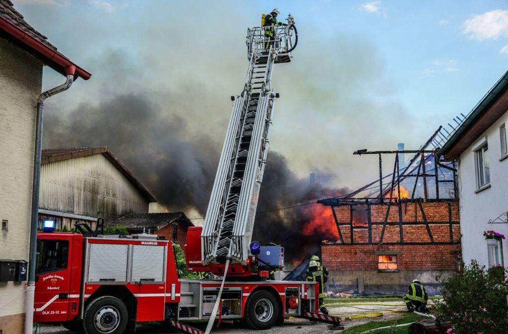 Bei einem Brand in Urbach konnte die Feuerwehr ein Übergreifen der Flammen verhindern. Foto: SDMG//Kohls