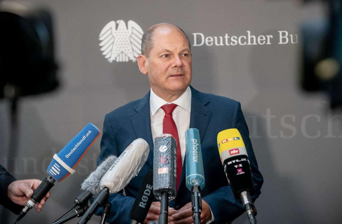 Olaf Scholz (SPD), Bundesminister der Finanzen, spricht zu Reportern nach einer Sitzung des Bundestags-Finanzausschusses zum Wirecard-Skandal. Foto: dpa/Michael Kappeler