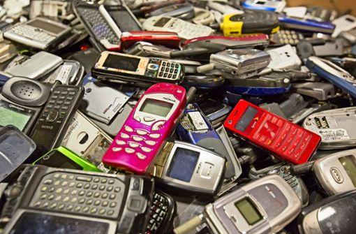 Mit alten Handys Gutes tun