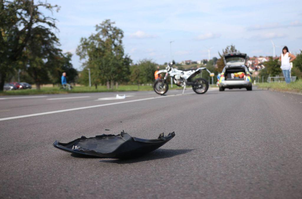 Der 21-Jährige rutsche nach der Kollision etwa 40 Meter über die Straße. Foto: 7aktuell.de/Kevin Lermer