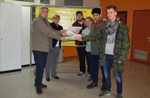 Schüler sammeln   4300 Unterschriften