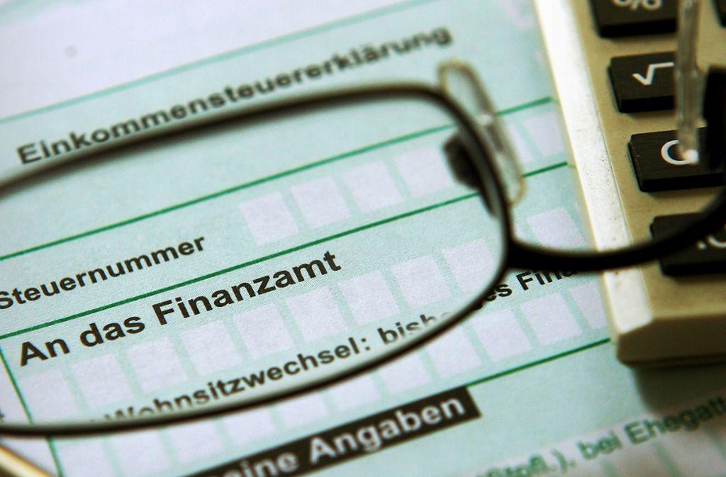 Zwei von fünf Steuerpflichtigen setzen bei der Steuererklärung noch auf Papier Foto: dpa