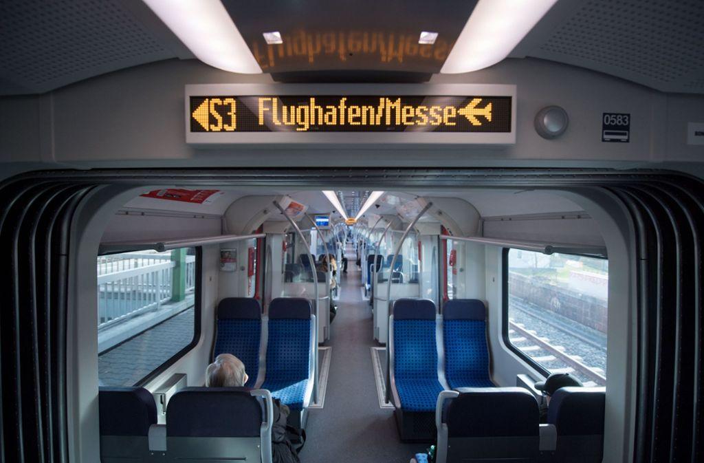 Passagiere vom Stuttgarter Flughafen können die S-Bahn wohl ein Jahr lang nicht nutzen. Foto: dpa