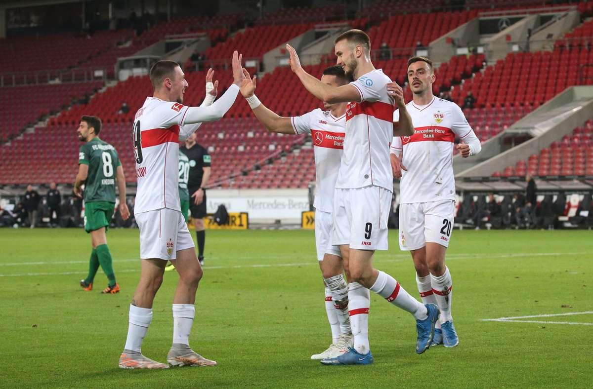 Sasa Kalajdzic (Mitte, Nummer 9) erzielte den Siegtreffer für den VfB Stuttgart. Foto: Pressefoto Baumann