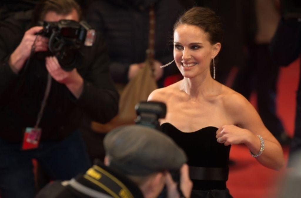 Natalie Portman strahlt bei der Berlinale und die Fotografen nehmen dankbar jedes Lächeln entgegen. Foto: dpa