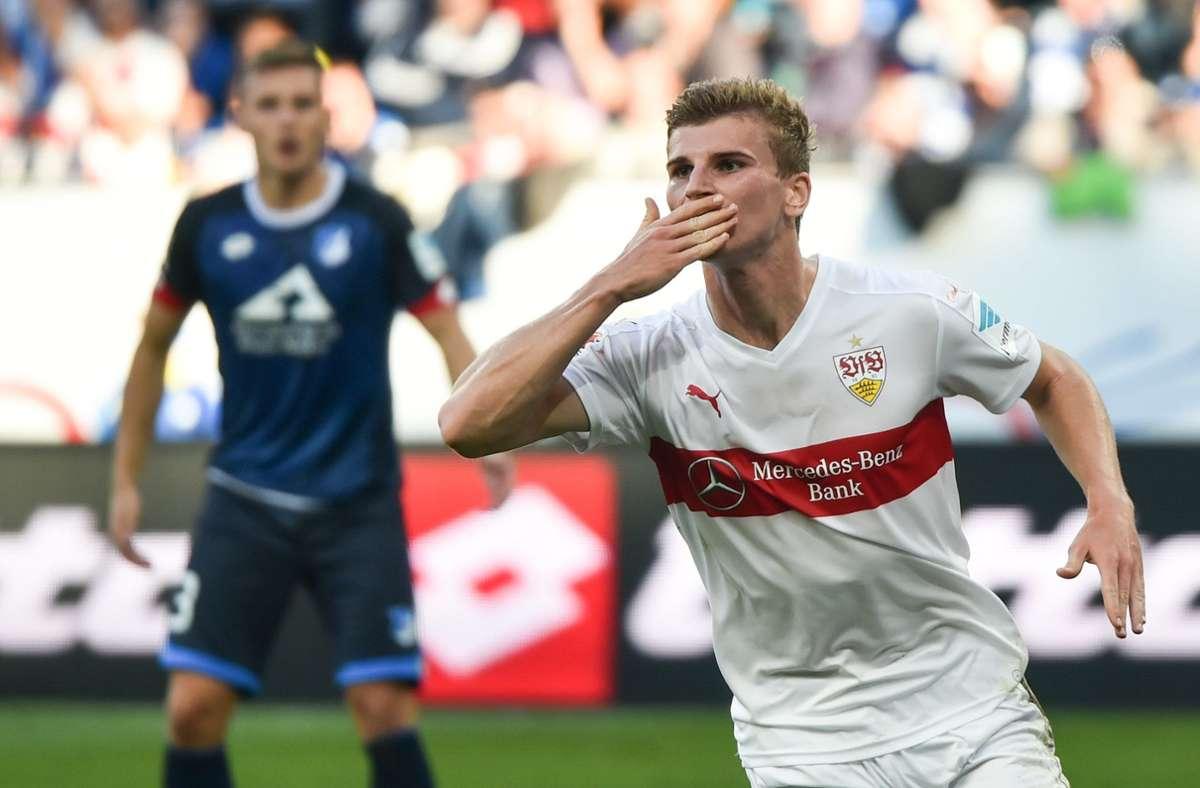 Küsschen auf die Tribüne – Timo Werners Torjubel gefiel seinem damaligen Trainer Alexander Zorniger überhaupt nicht. Foto: dpa/Uwe Anspach