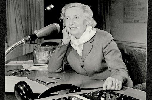 """Die große Dame des Radios: unter der Verantwortung von Cläre Schimmel entstand 1953 mit """"Das Schiff Esperanza"""" die bis heute erfolgreichste deutsche Hörspielproduktion. Foto: SDR"""