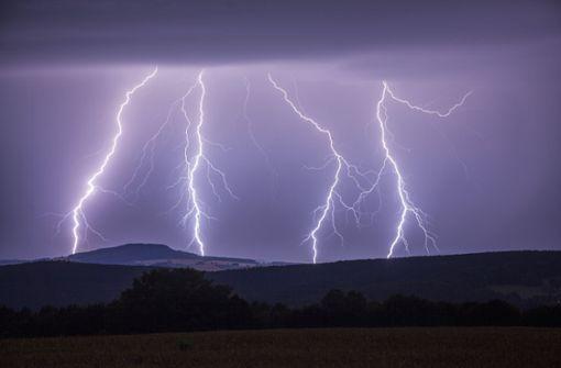 Zwei junge Frauen von Blitz getroffen