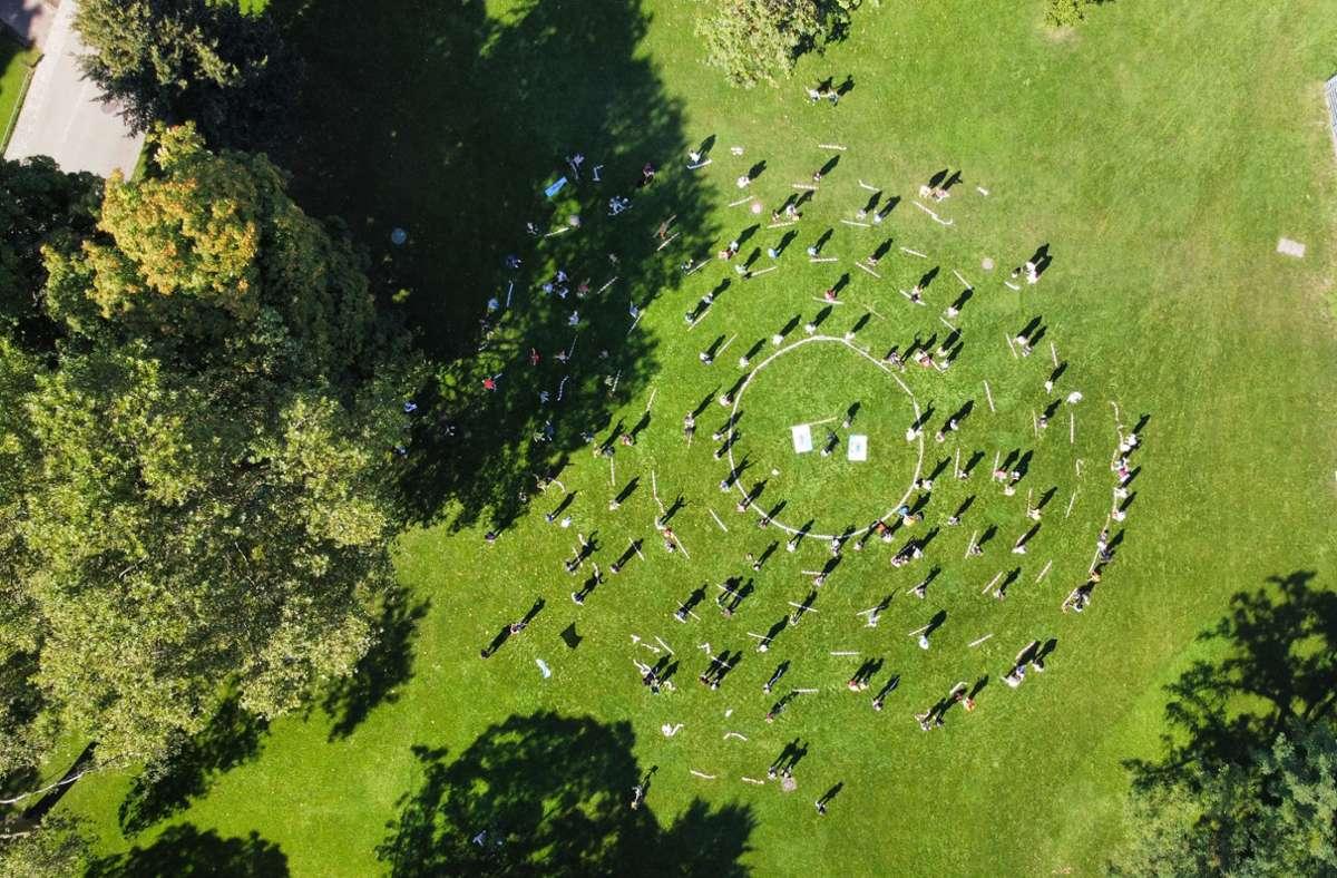 Luftbild der Szenen im Schlossgarten Foto: AK-Asyl/Jannick Röder