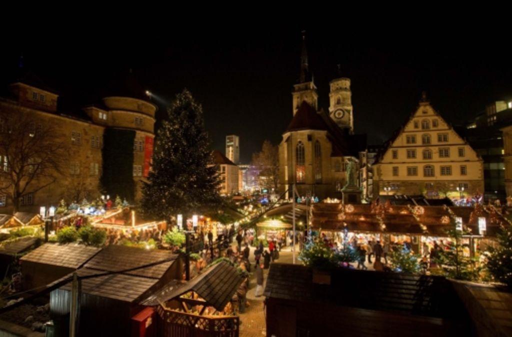 Er ist im Dezember der Besuchermagnet schlechthin: der Stuttgarter Weihnachtsmarkt. Mehr Informationen dazu gibt es hier. Doch man kann sich auch anders auf das Fest einstimmen. Unsere Bildergalerie zeigt eine Auswahl mehr oder weniger besinnlicher Events im Advent. Foto: Michael Steinert