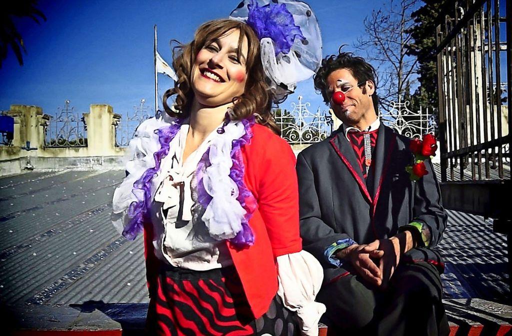 Das Straßenkunstfestival hat einen guten Ruf bei Artisten in der ganzen Welt: Die Akrobatin und Clownin Lucia Quiroga und der Musiker und Clown Mauricio Millikonsky beispielsweise  bringen ihre bunte Show aus Argentinien ins Göppinger Stadtzentrum. Foto: privat