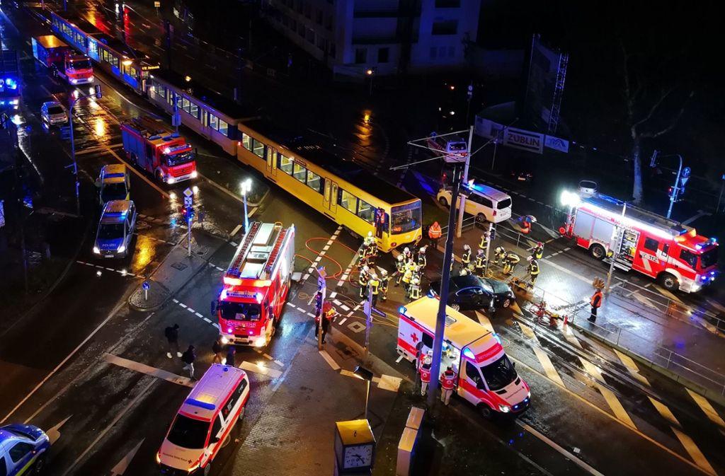 Bei einem Unfall mit einer Stadtbahn der Linie U12 ist ein Autofahrer verletzt worden. Foto: Andreas Rosar