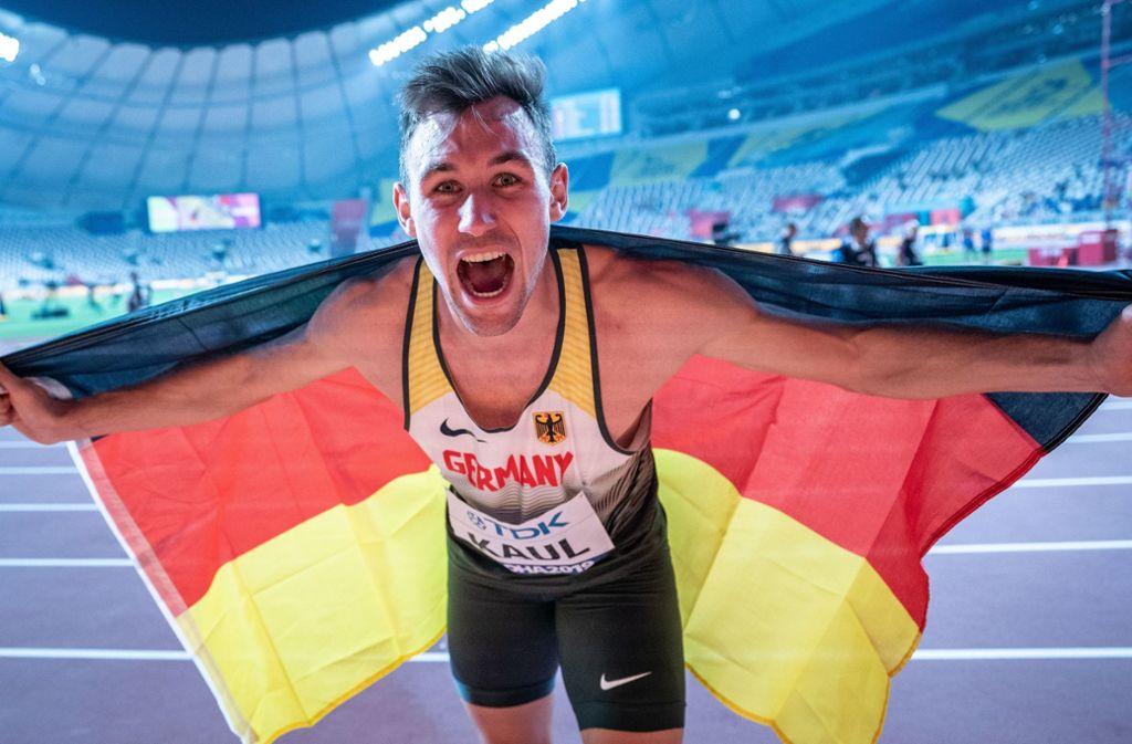 Niklas Kaul kann es selbst kaum glauben – er ist Weltmeister im Zehnkampf. Foto: dpa/Michael Kappeler