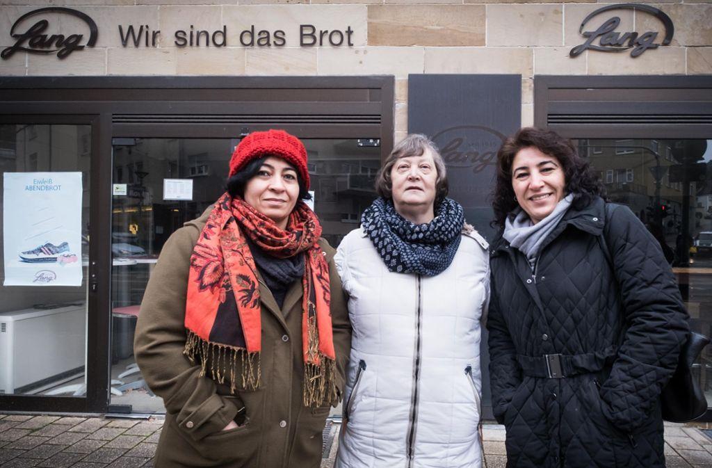 Madik Düzgören, Roswitha Vest und  Münevver Demirbas (von links) sind sich einig: Dem Bäckereigewerbe wollen sie erst mal fernbleiben. Foto: Lichtgut/Achim Zweygarth