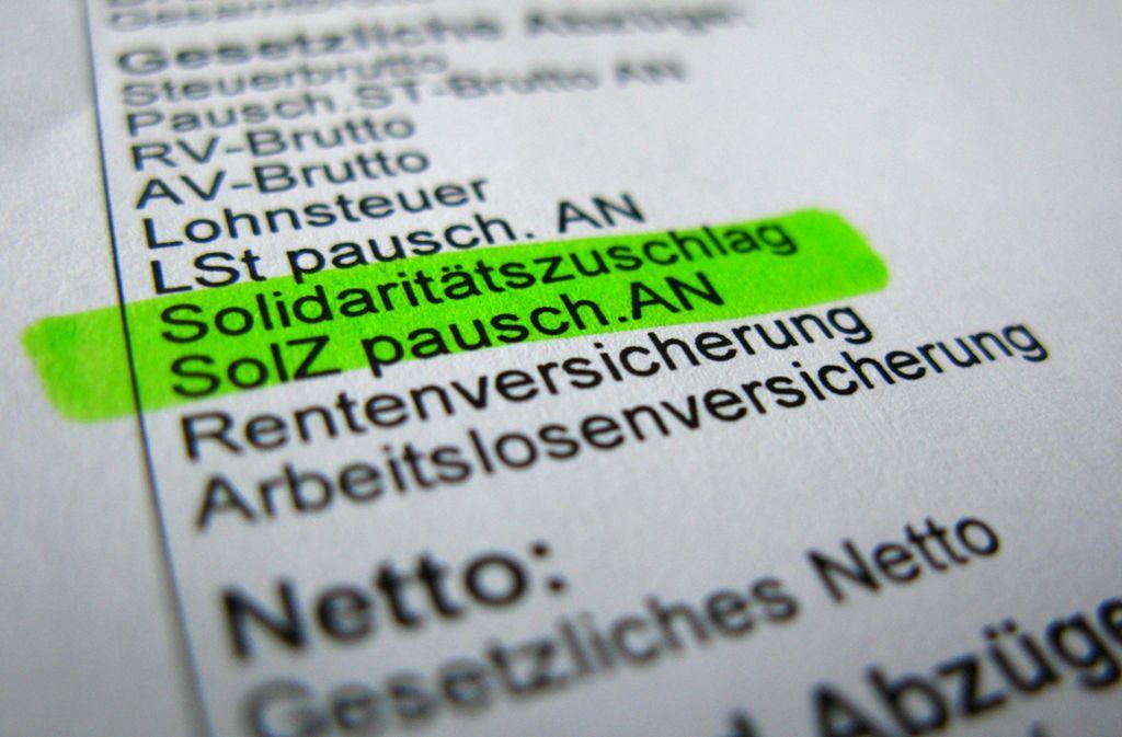Durch die Abschaffung des Solidaritätszuschlags können Steuerzahler mehrere Hundert Euro sparen. Foto: picture alliance / dpa/Kay Nietfeld