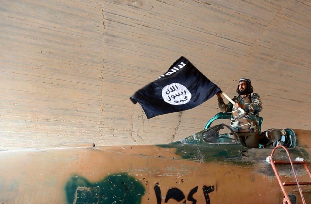 Die islamistische Terrororganisation IS hat die Anschläge in Nordfrankreich, Ansbach, Würzburg und Nizza für sich in Anspruch genommen. Dass sie verstärkt auf Einzeltäter setzen, könnte ein Hinweis auf die Schwäche der Terrorgruppe sein. Foto: dpa