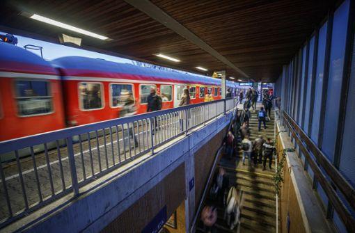 Neuer Fahrplan und   altehrwürdige  Waggons