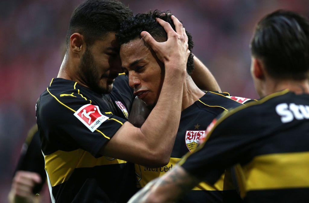 Muss den VfB verlassen: Dennis Aogo (Mi.) Foto: dpa