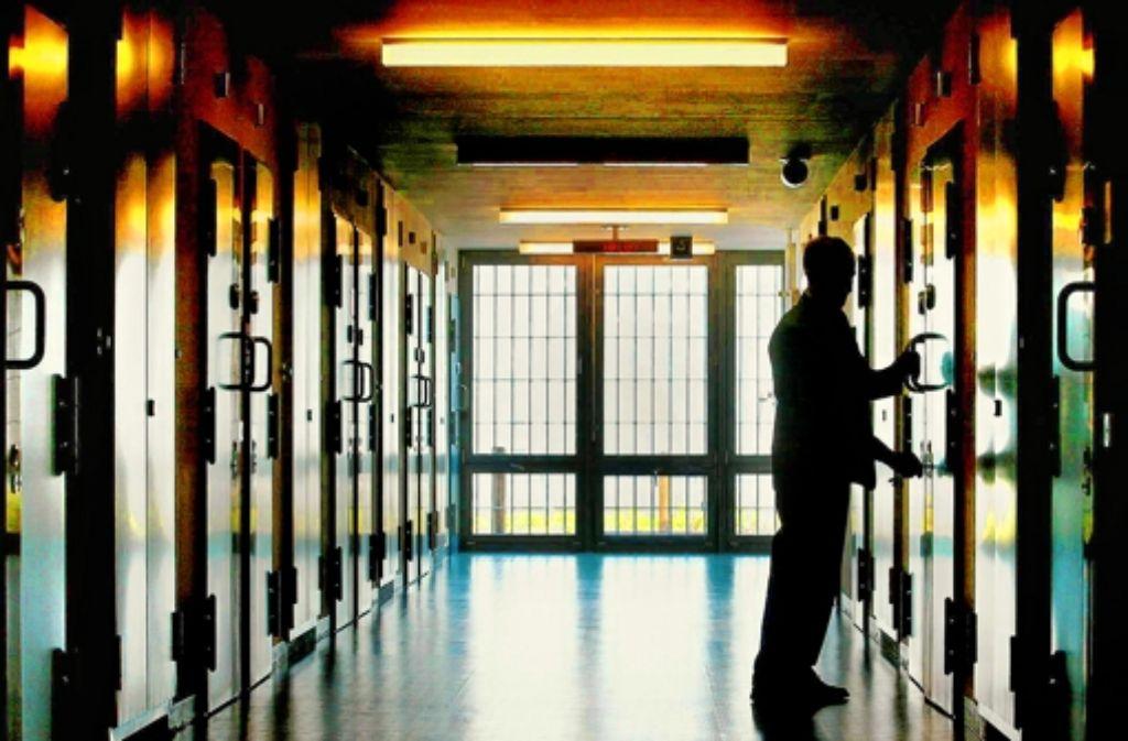 Wenn sich die Gefängnistüren wieder öffnen, braucht so mancher Ex-Häftling Hilfe beim Zurück ins Leben.Wenn sich die Gefängnistüren wieder öffnen, braucht so mancher Ex-Häftling Hilfe beim Zurück ins Leben.Wenn sich die  Gefängnistüren wieder öffnen, braucht so  mancher Ex-Häftling Hilfe beim Zurück ins Leben. Foto: dapd