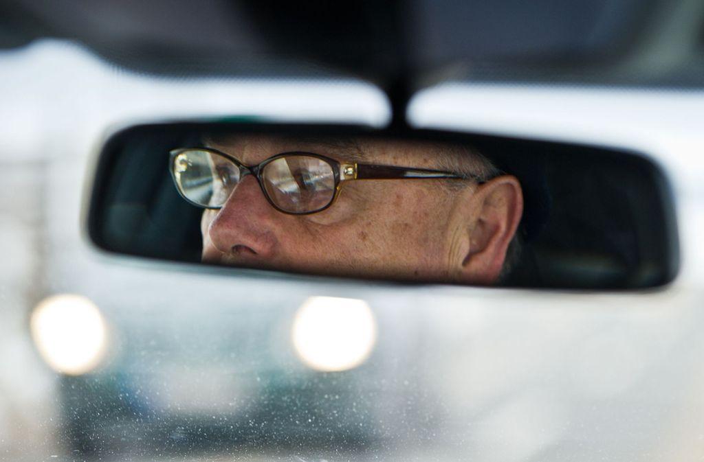 Der Autofahrer verlor die Kontrolle über seinen Wagen. Foto: picture alliance / dpa/Patrick Pleul