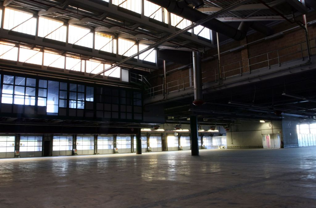 In dieser Halle finden Oper und Ballett während der Sanierungszeit des Großen Hauses vorübergehend Unterschlupf – und fast alle finden es gut. Foto: Wolfgang List