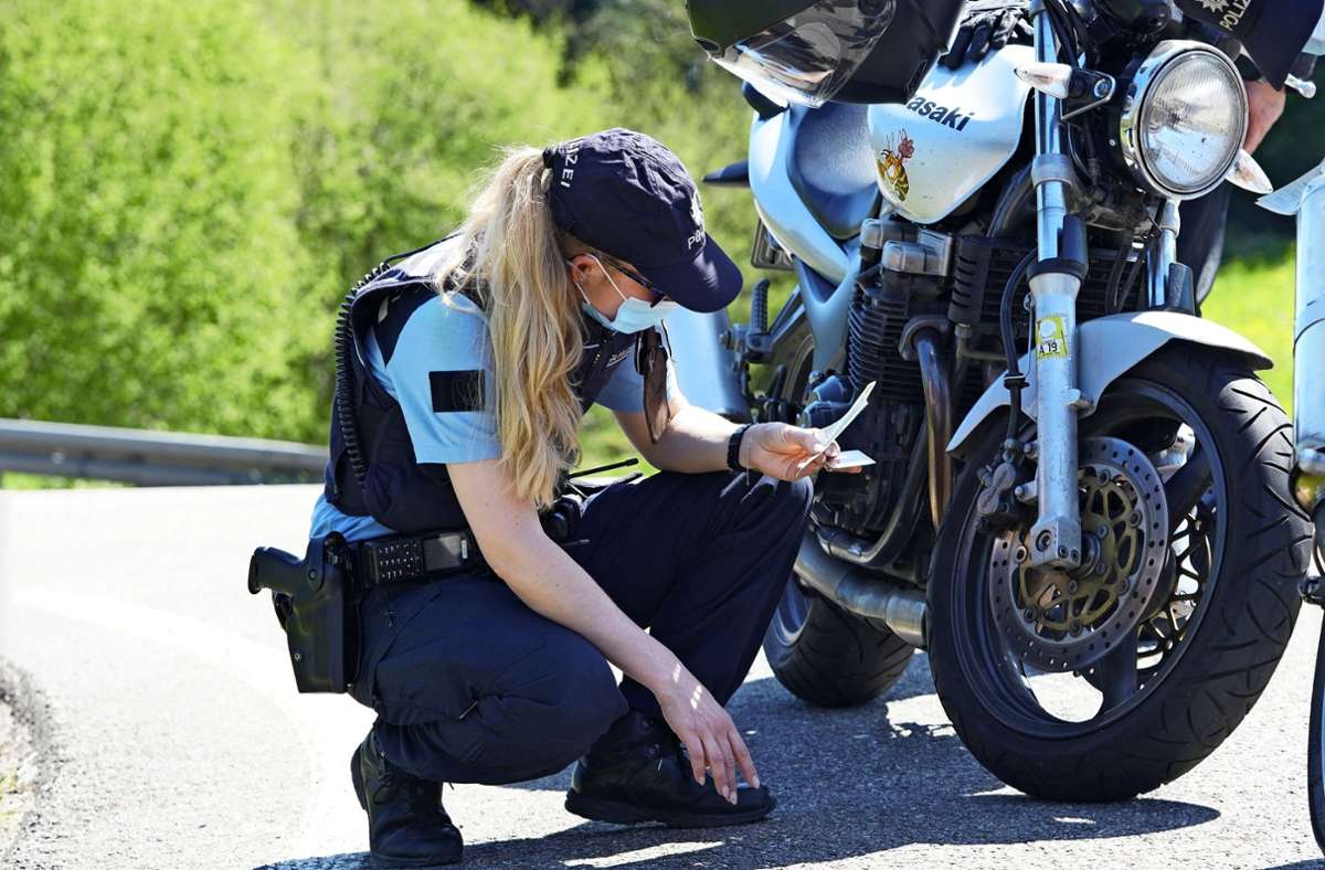 Die Polizei hat Motorräder und ihre Fahrer kontrolliert. Foto: Edgar Layher