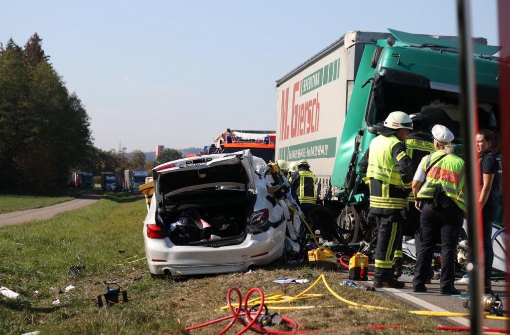 Ein BMW-Fahrer kam in den Gegenverkehr und ...  Foto: 7aktuell.de/Kevin Lermer