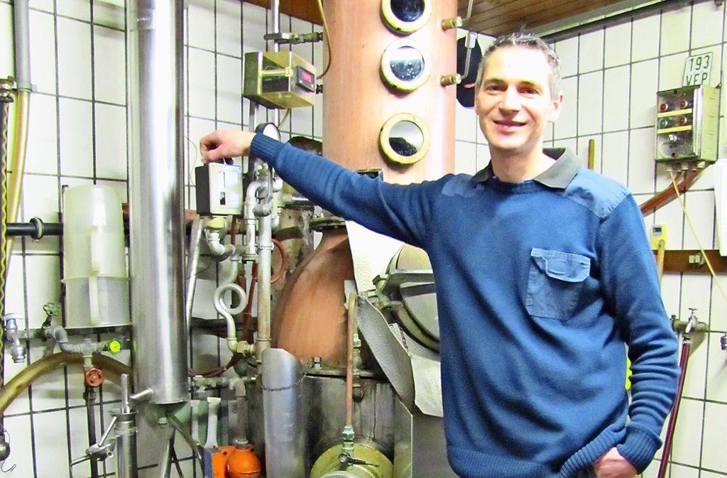 In dieser Anlage destilliert Theo Pfannenschwarz seinen   Schönbuch-Gin. Foto: Claudia Barner