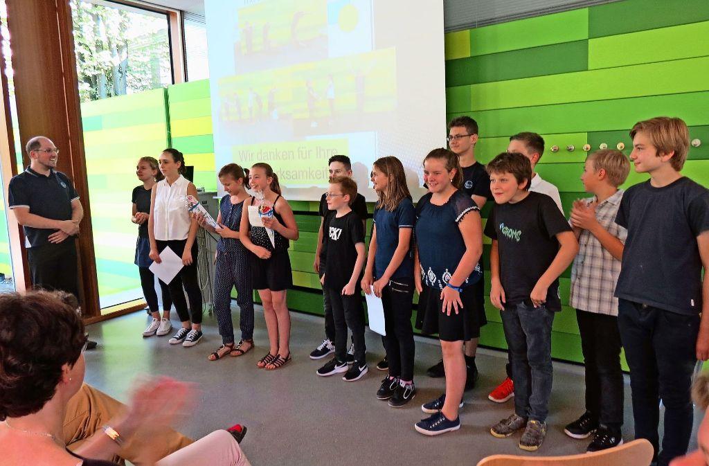 Die Sechstklässler bekamen Urkunden für ihre Teilnahme verliehen. Foto: Julia Bosch