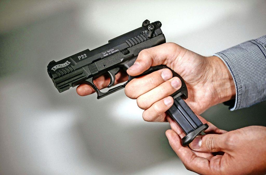Der mutmaßliche Täter in Rot am See war legal im Besitz einer halbautomatischen Pistole. (Symbolbild) Foto: dpa/Oliver Killig