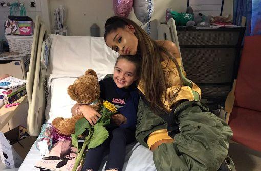 Ariana Grande besucht Terroropfer im Krankenhaus