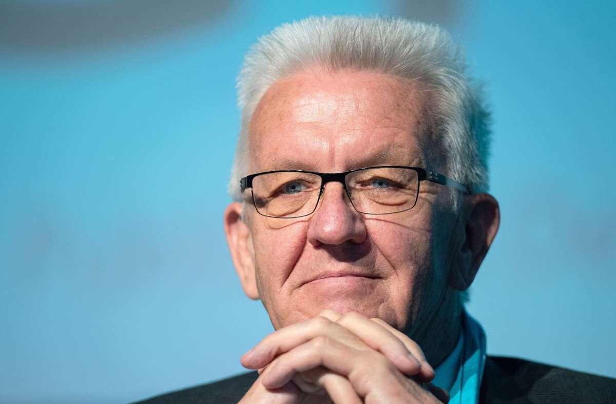 Ministerpräsident Winfried Kretschmann bezog im Landtag Stellung zu den neuen Corona-Maßnahmen (Archivbild). Foto: dpa/Guido Kirchner