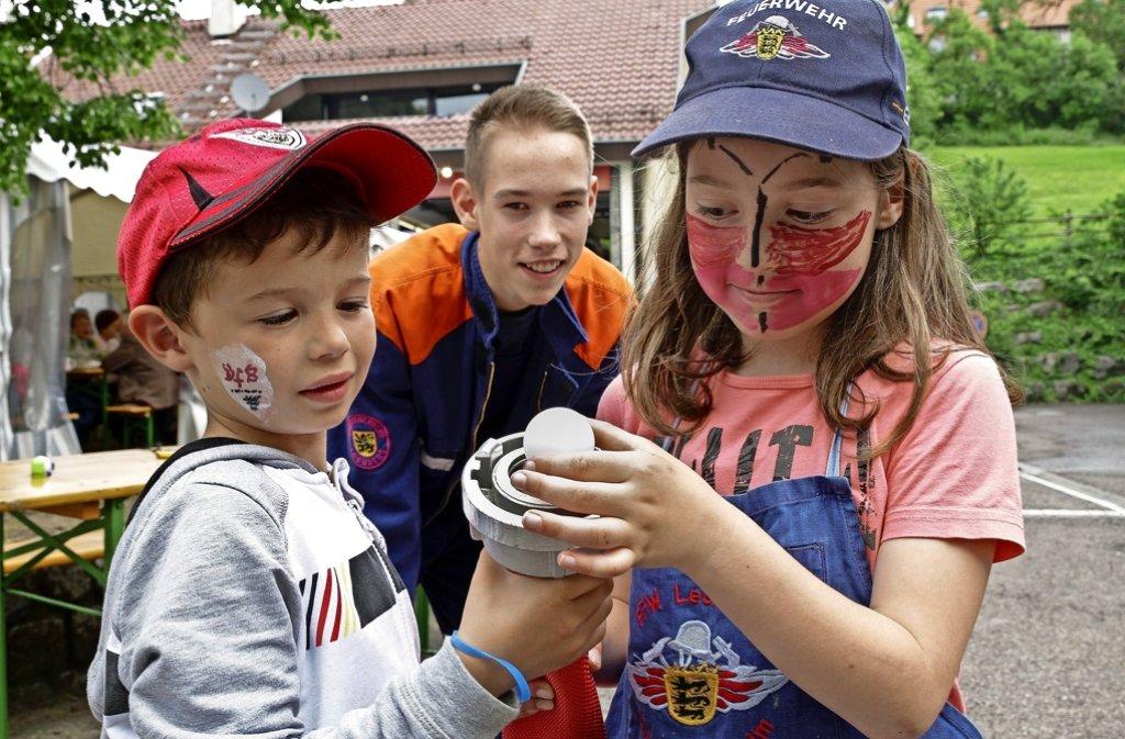 Geschicklichkeit ist auf der  Spielstraße  der Feuerwehr Gebersheim gefragt. Foto: factum/Bach