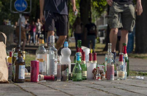 Trunkenbold torkelt auf Bundesstraße