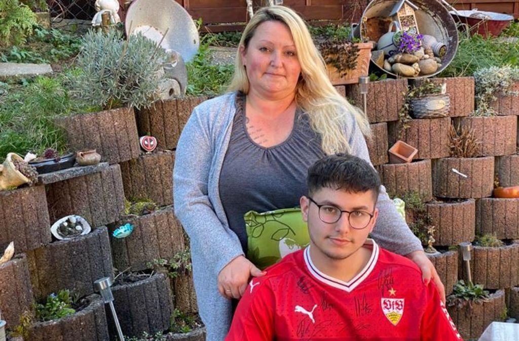 Robin Schmetzer ist glühender VfB-Fan. Der 20-Jährige kämpft mit seiner Mutter Sabrina Clauss-Schmetzer gegen eine tödliche Krankheit. Foto: Privat