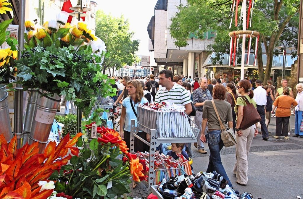 Die Gewerkschaft kämpft für den arbeitsfreien Sonntag . In Bad Cannstatt soll der Martinimarkt und der offene Sonntag zum Volksfestumzug jedoch erhalten bleiben. Foto: Ulrike Koch