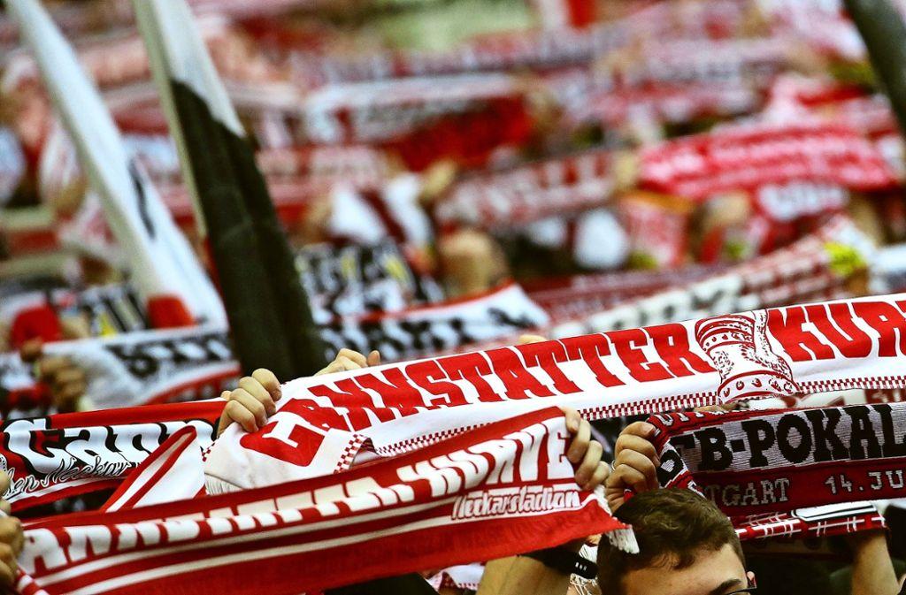 Die VfB-Fans hatten nach dem Sieg über Hannover 96 wieder etwas zu jubeln. Foto: Pressefoto Baumann