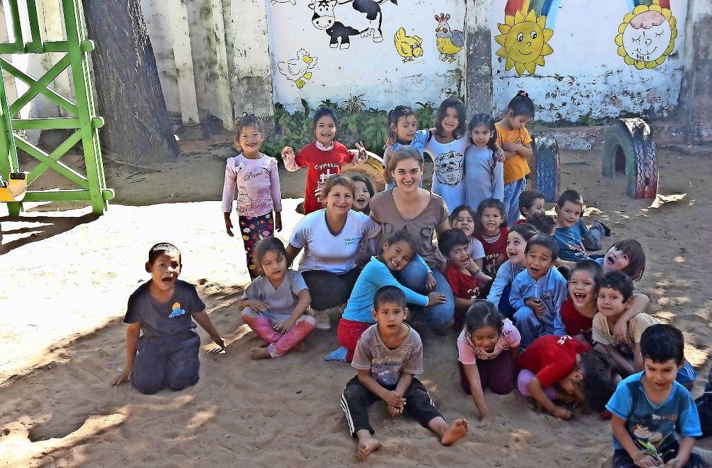 Meike Hofbauer (Bildmitte) hat zusammen mit einer Kollegin rund 100 Jungen und Mädchen in der Kindertagesstätte Cynthia Espinoza betreut. Foto: privat