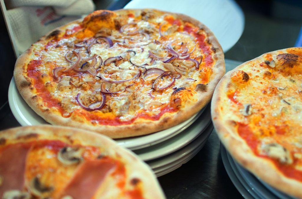 Kinder und Jugendliche essen gerne Pizza. Foto: dpa-Zentralbild