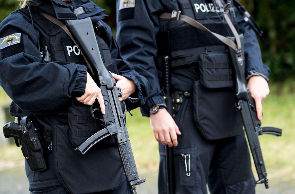 Der Prozess gegen drei mutmaßliche Juwelenräuber  hat in Köln  unter hohen Sicherheitsvorkehrungen begonnen. Foto: dpa