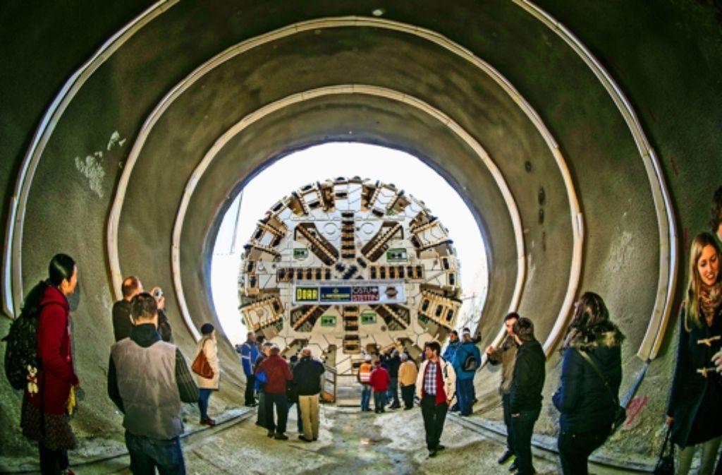 Bereit zum Bohren für die Neubaustrecke Wendlingen-Ulm: Die Vortriebsmaschine hat ihre Startposition eingenommen. Weitere Eindrücke von der Baustelle des Boßlertunnels sehen Sie in der Fotostrecke. Foto: Horst Rudel