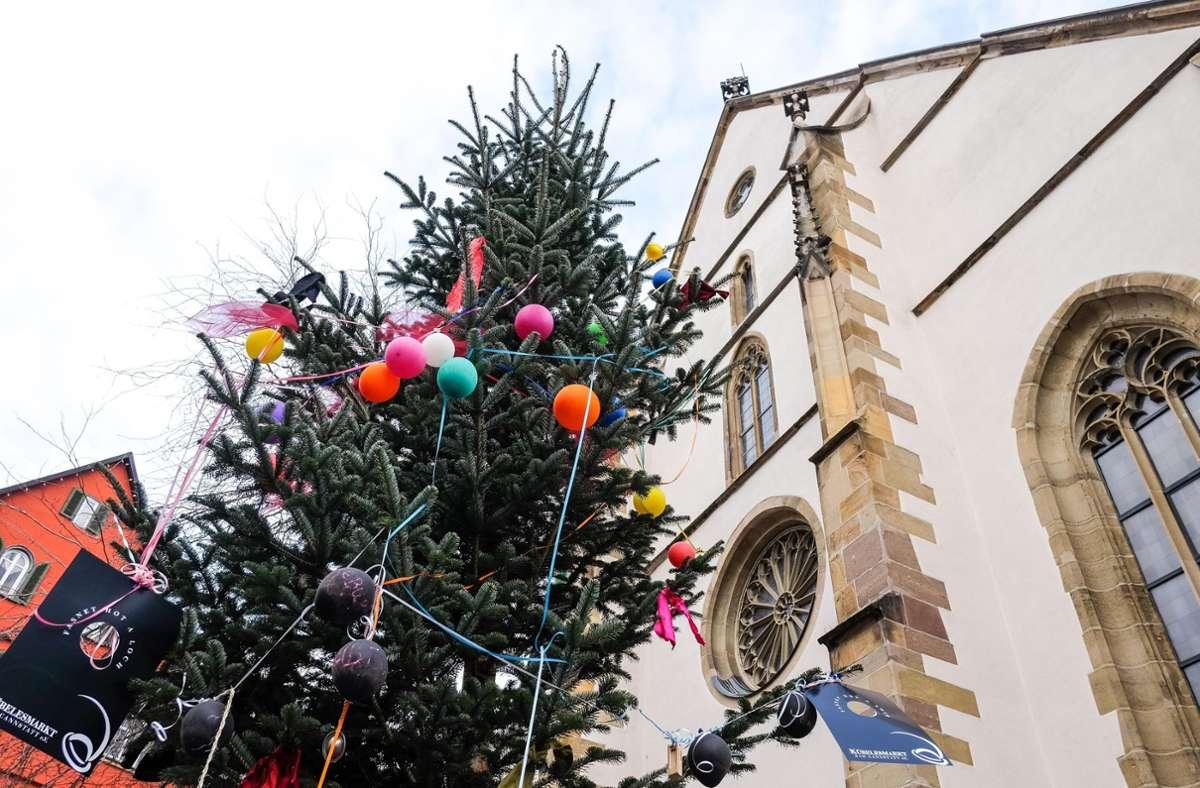 In Cannstatt steht der ein oder andere  Narrenbaum, doch die Narretei findet dieses Jahr vor allem digital statt. Foto: Lichtgut/Max Kovalenko