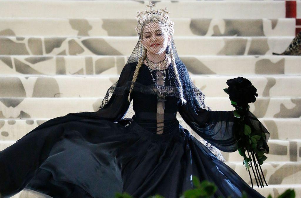Auch Pop-Ikone Madonna trug ein außergewöhnliches Kleid. Foto: GETTY IMAGES NORTH AMERICA