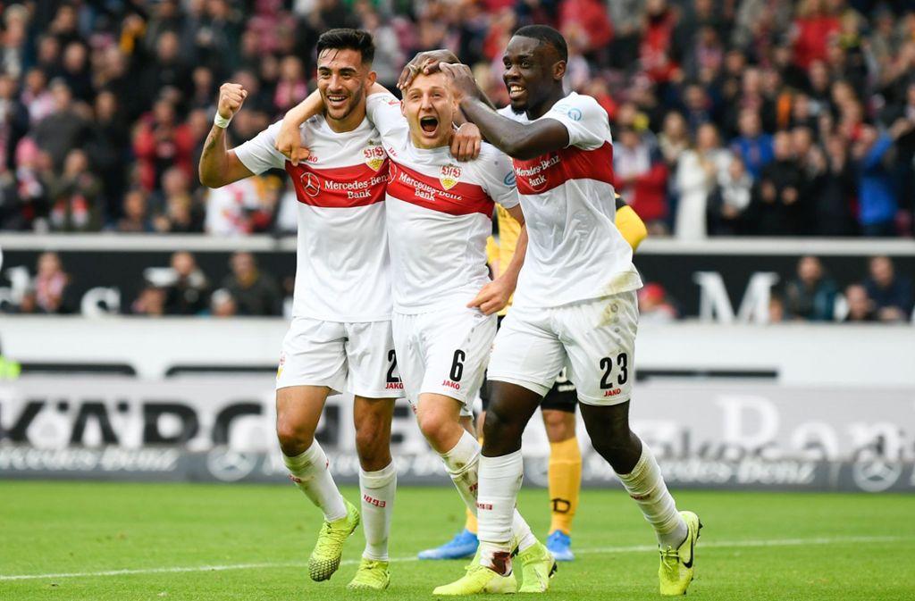 Nicolas Gonzalez (links) und Orel Mangala (rechts) vom VfB Stuttgart sind mit ihren jeweiligen Auswahlteams unterwegs. Foto: dpa/Tom Weller