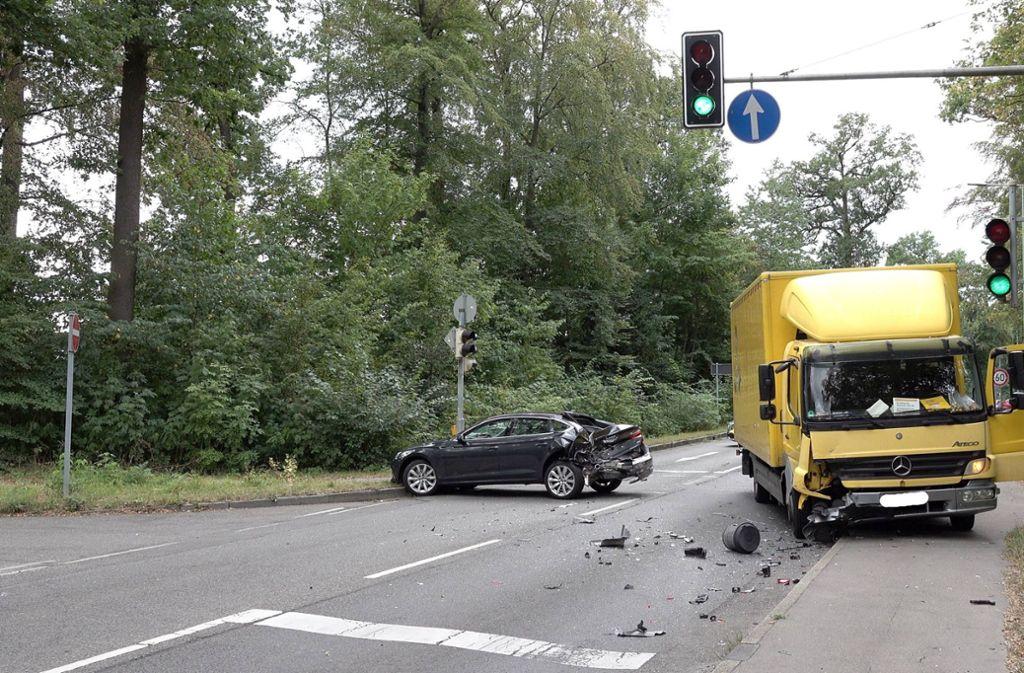 Verletzt wurde bei dem Unfall in Stuttgart-Degerloch niemand. Foto: 7aktuell.de/Alexander Hald
