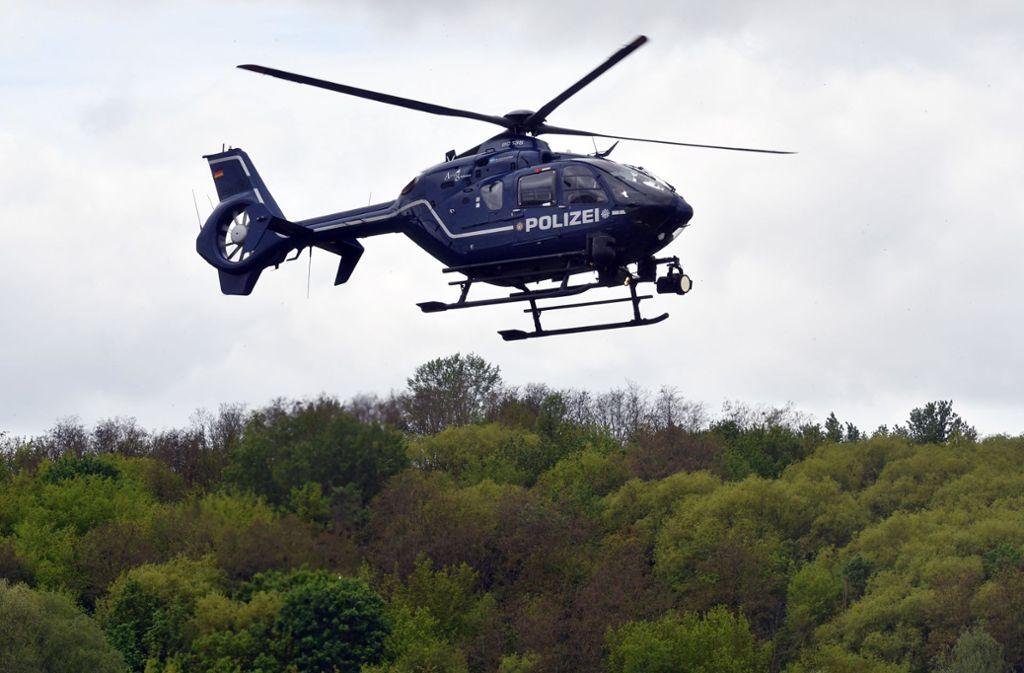 Die Polizei suchte nach einem Streit einen Verletzten mit Hubschrauber – ohne Erfolg. (Symbolbild) Foto: picture alliance/d