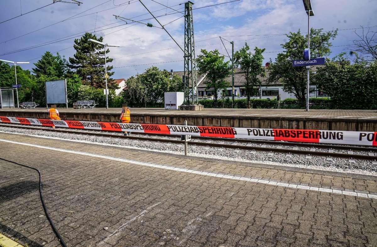 Der tote Mann wurde am 4. Juni am Bahnsteig in Weinstadt-Endersbach gefunden. Foto: SDMG/Kohls