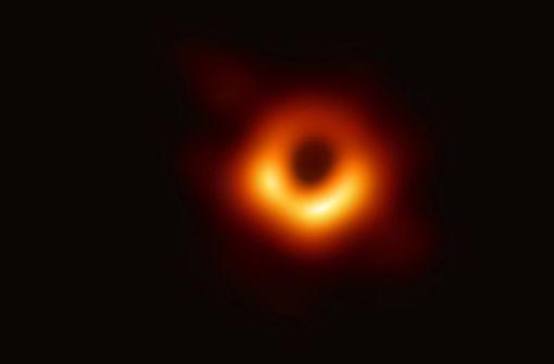 Ein Schwarzes Loch im Rampenlicht