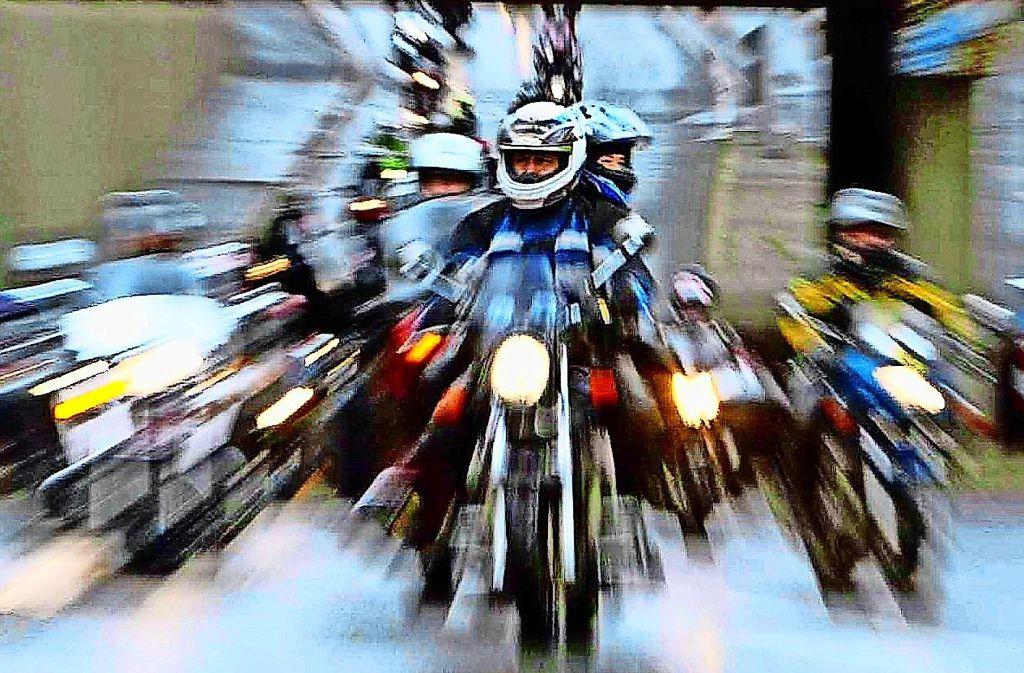 Die Anwohner sagen, dass vor allem Motorradfahrer auf der Magstadter Straße viel zu schnell unterwegs sind. Die Verwaltung  meint, es werde regelmäßig geblitzt – und die Geschwindigkeit sei gar nicht das Problem. Foto: dpa